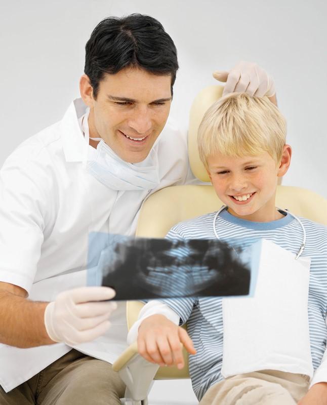 دیر افتادن یا نیفتادن دندان شیری در کودکان